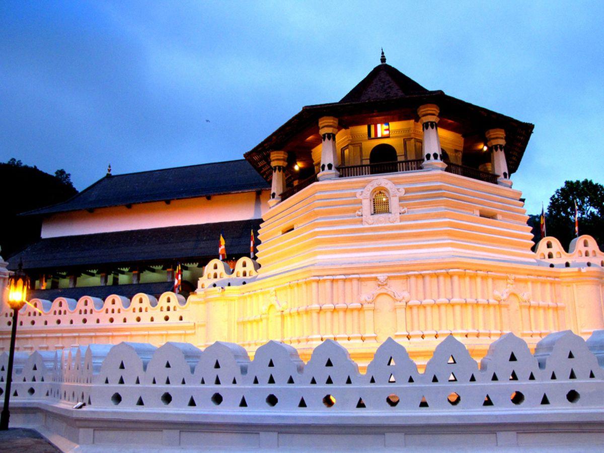 معبد گادالادنیا در کندی سریلانکا