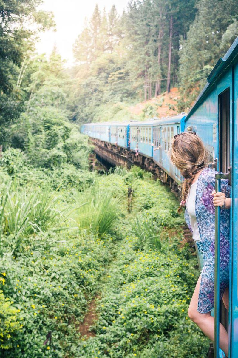 گردشگران در قطارهای بین شهری سریلانکا