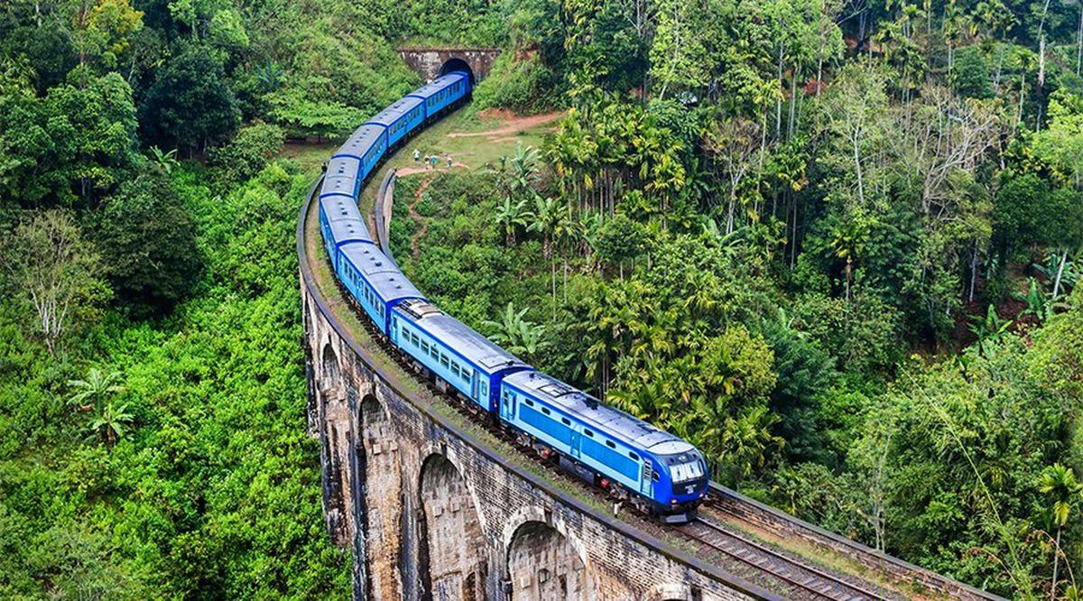 قطار بین شهری در سریلانکا