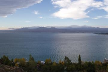 دریاچه سوان در ایروان - ارمنستان
