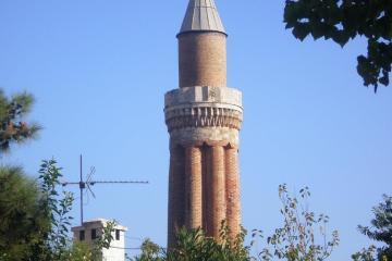 مسجد مناره کنگرهدار